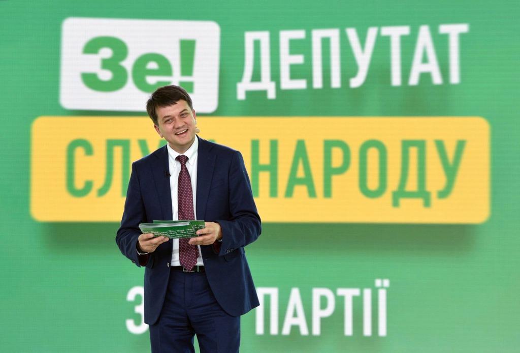 Только что! В Слуге не удержались. Ответили Разумкова — он не ожидал. Не члены партии