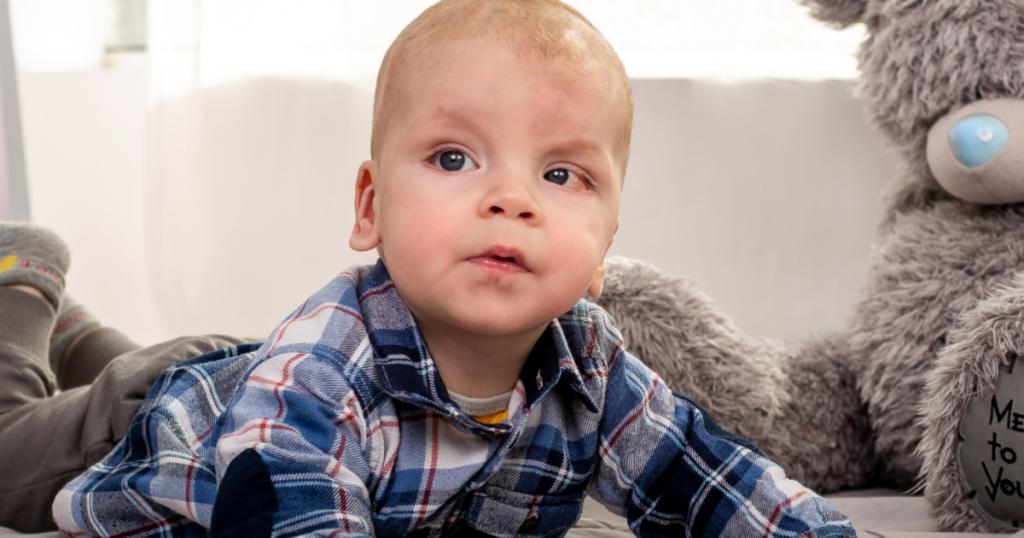 Более миллиона гривен нужно родителям Дани, чтобы спасти его от онкологии