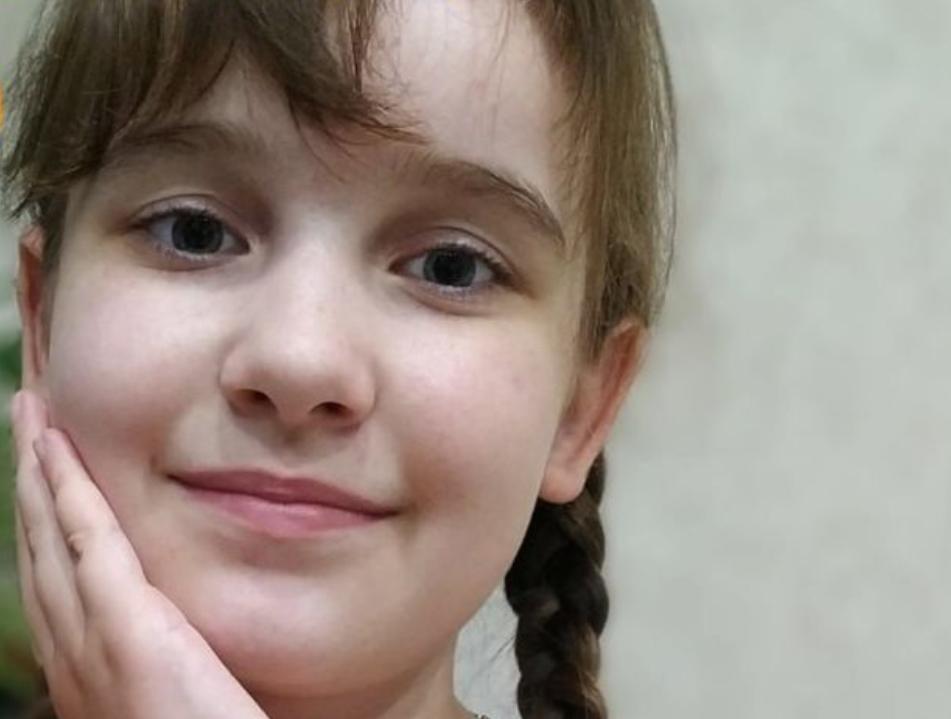 Даша уже более 4 лет борется с опухолью в мозге, которая уже лишила ее зрения