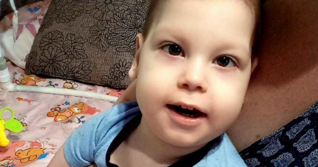 Малыш не ходит, не сидит, не ползает. 3-летний Данилко нуждается в реабилитации: родителям самим не справиться