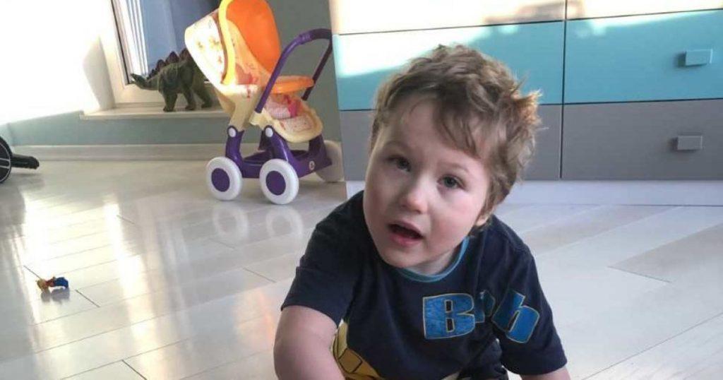 ДЦП отравляет жизнь малыша! Кирилко после операции требует усиленной реабилитации, чтобы сделать самостоятельные шаги