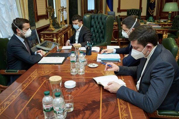 Притивостояние на Банковой: Ермак против Тимошенко