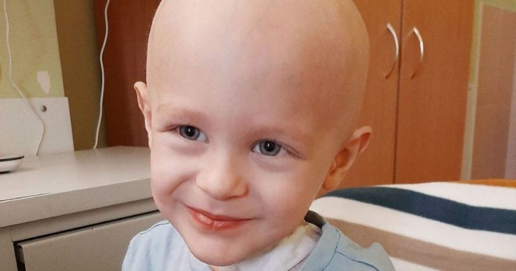 Маленькому Владику нужна немедленная помощь! Ребенку приходится бороться с онкологией!