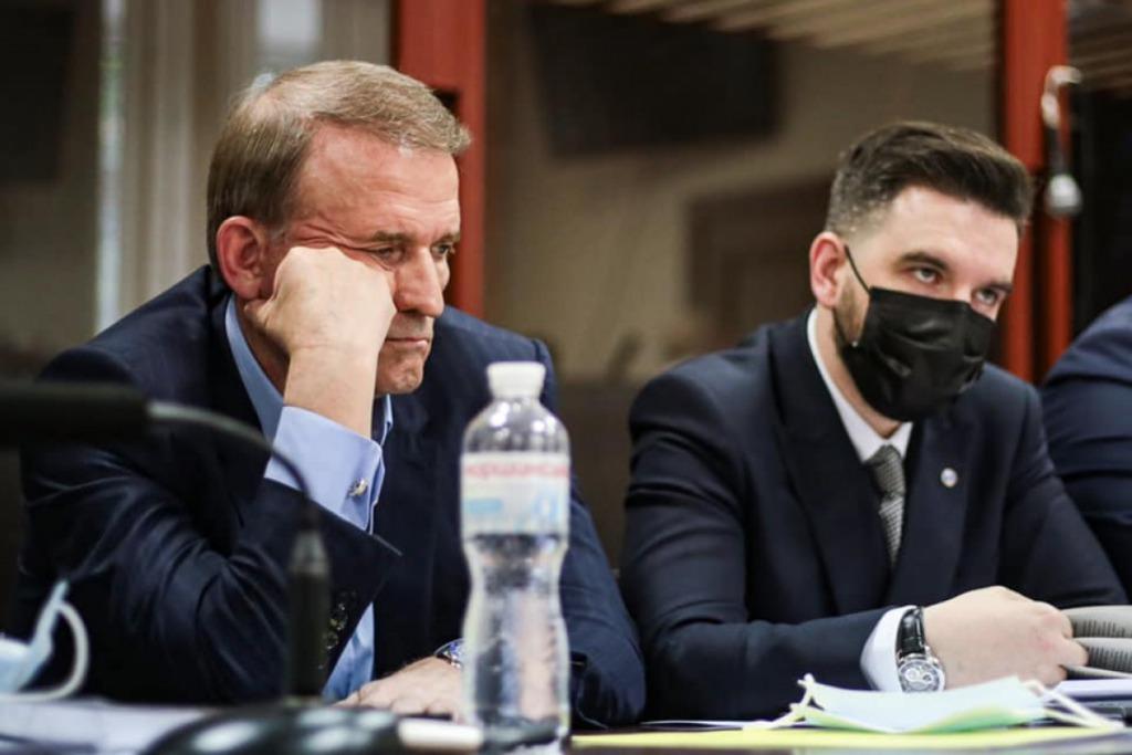 Помощника Медведчука со слитых разговоров уже 3 года судят за нападение на «Схемы»