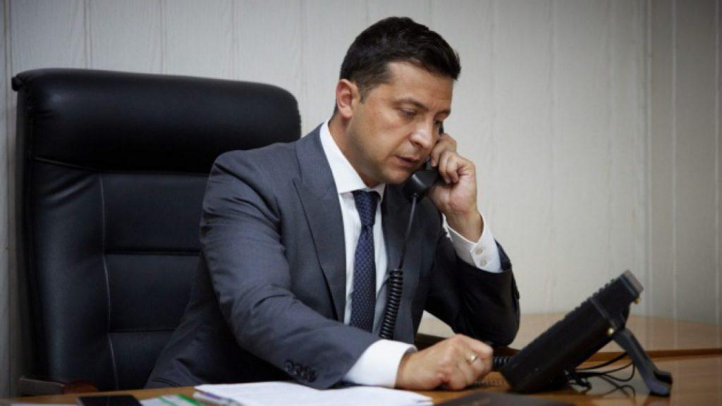 У Зеленского провели важный телефонный разговор о эвакуации украинцев
