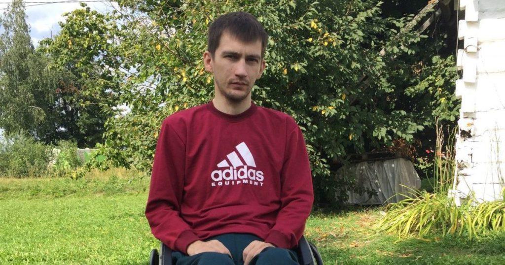Несчастный случай приковал парня к коляске: Юрий просит помощи на свое лечение