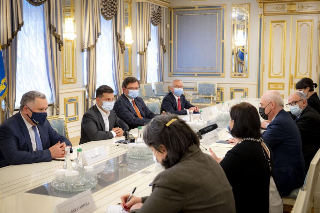 Зеленский обсудил с главой МИД Грузии Залкалиани возобновления сотрудничества между странами