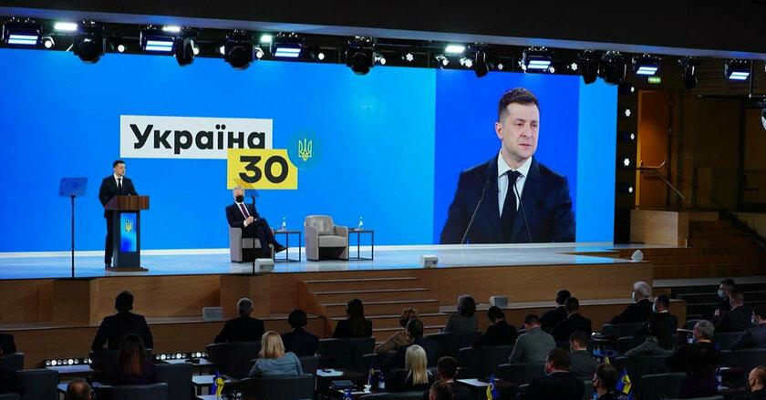 Зеленский назвал дату, когда госорганы Украины войдут в режим paperless