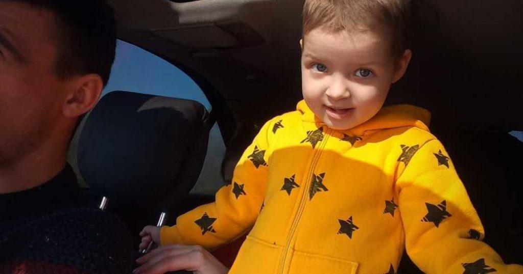 «Даже не догадывается, что может умереть»: мама 3-летней Каролинки умоляет спасти дочь
