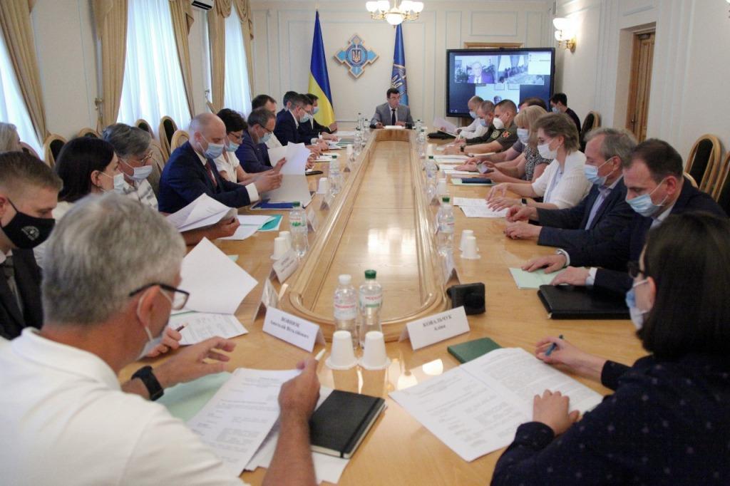 Просто на СНБО! Опасный штамм коронавируса — уже в Украине: приняли важное решение