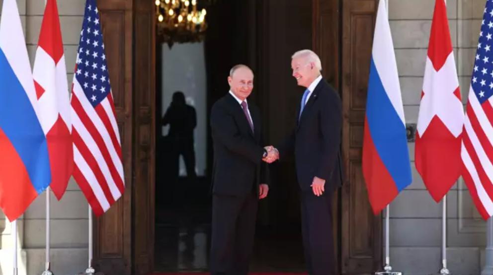 Я уже сказал раньше! Первые слова Путина и Байдена друг другу во время исторической встречи. Страна в ожидании