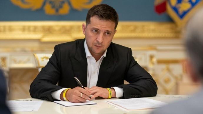 Зеленский хочет обязать публичных госслужащих подавать декларацию о контактах с олигархами