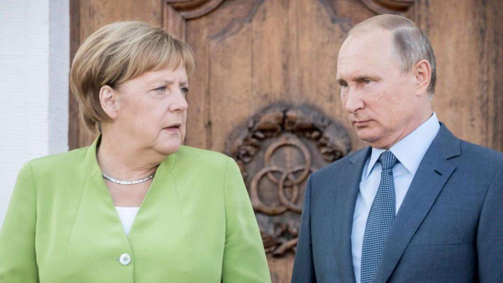 Необходим диалог с Путиным! Меркель поразила заявлением — после телефонного разговора: никто не ожидал!