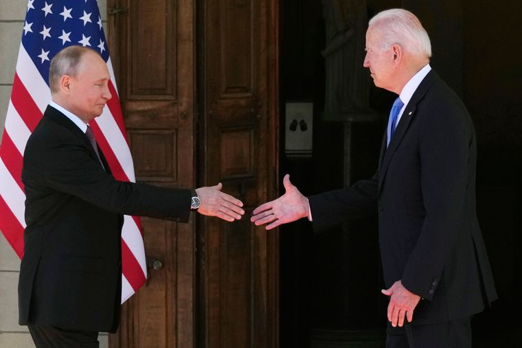 Никакой измены со стороны американского президента. Не было там Путину ни достижений, ни побед. Коротко о саммите двух президентов.