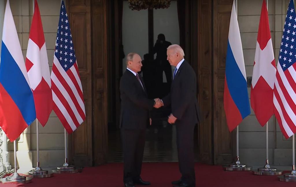 Переговоры Байдена и Путина начались: лидеры пожали друг другу руки