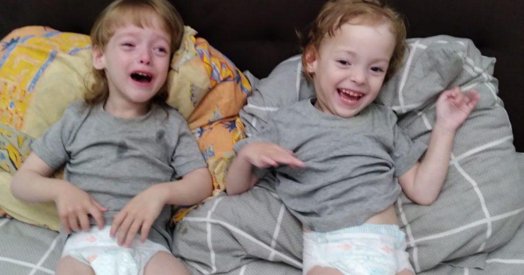 Срочно! Двойняшки Софийке и Алинке нужна ваша помощь