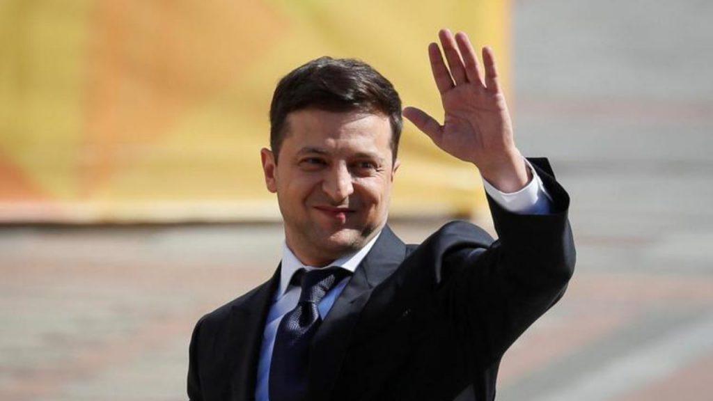Впервые за 30 лет! Зеленский в фаворитах: высшый уровень доверия среди украинцев. Порошенку и не снилось, рейтинги удивят
