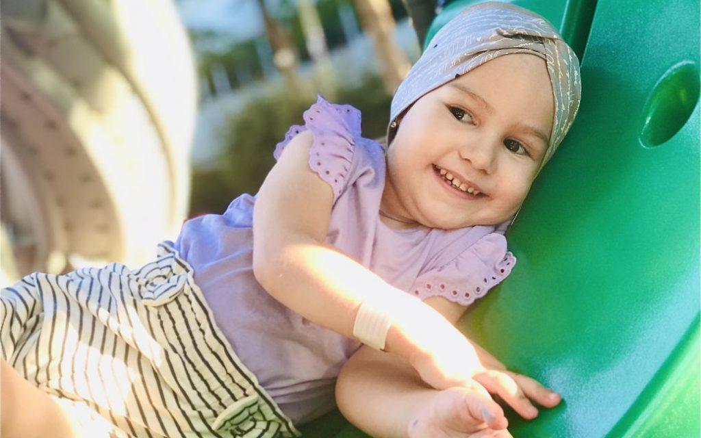 Огромная злокачественная опухоль вызывает боль и ставит под угрозу жизнь 3-летней Аринки