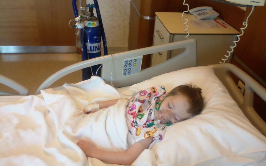 Зарубежные врачи обнаружили у Матвея опухоль, которую пришлось немедленно удалять